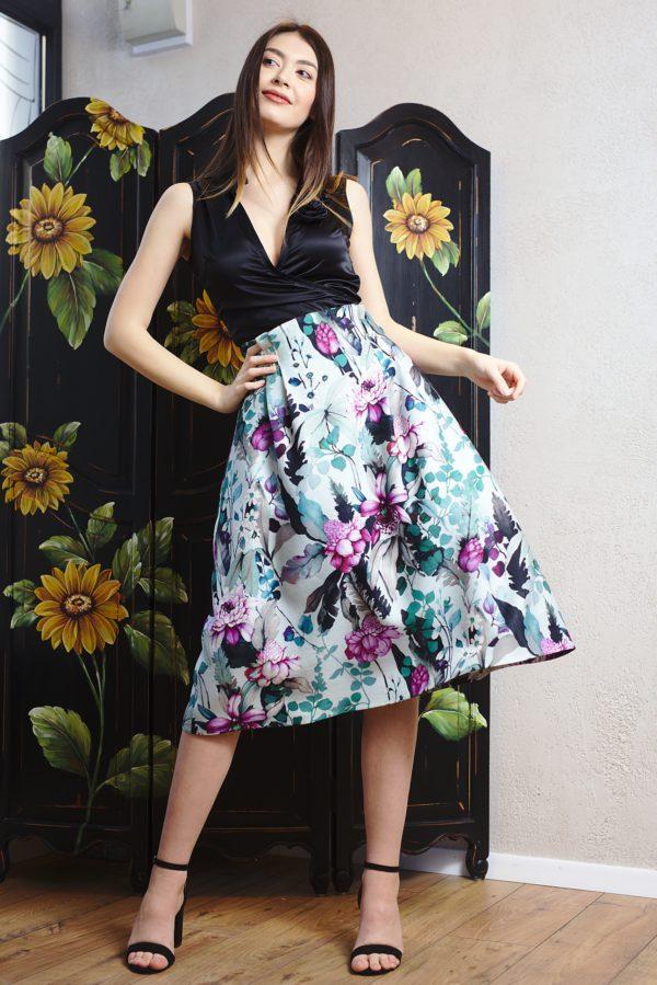 Skirt of printed wool
