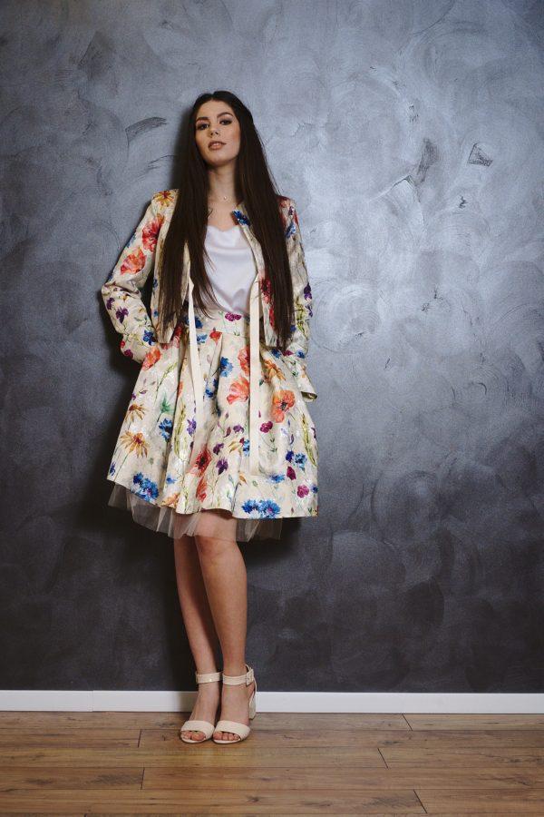 Short skirt of brocade