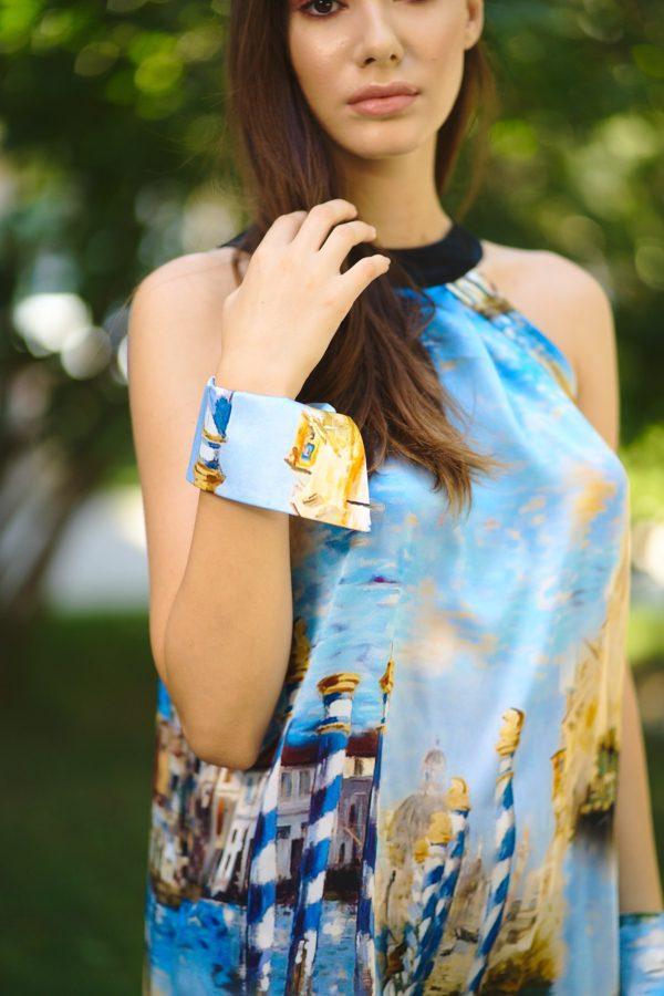 Natural silk dress with round collar